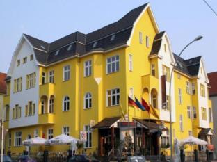 卡爾紹斯特昂特雷飯店