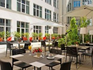 Adina Apartment Hotel Berlin Checkpoint Charlie Berlin - Balcony/Terrace