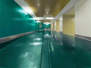 Adina Apartment Hotel Berlin Checkpoint Charlie Berlino - Piscina