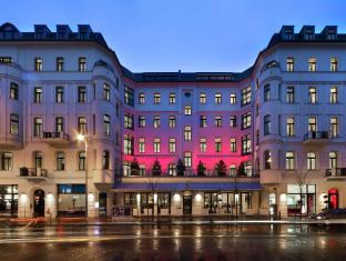 /lux-11-berlin-mitte/hotel/berlin-de.html?asq=5VS4rPxIcpCoBEKGzfKvtO5ZppeAiyFLvZDKOcppQiI54HwCe5mjJYYqQwaxzB3eO4X7LM%2fhMJowx7ZPqPly3A%3d%3d