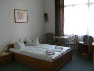 Hotel-Pension Uhland Berlin - Guest Room