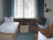 Camera cu 2 paturi cu baie comună
