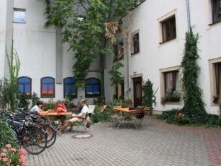 /nl-nl/gastehaus-mezcalero/hotel/dresden-de.html?asq=vrkGgIUsL%2bbahMd1T3QaFc8vtOD6pz9C2Mlrix6aGww%3d