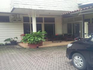 Catellya Guest House Pasirkaliki