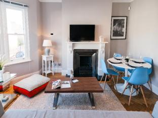 FG Property - West Kensington-Fulham Two Bedroom Apartment