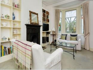 Veeve- 2 Bedroom Apartment- Porcelain Place