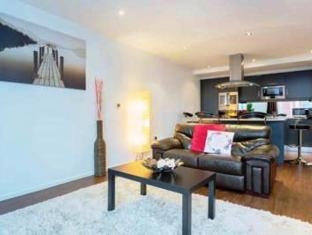 Veeve- Two Bedroom Apartment- Docklands Digs
