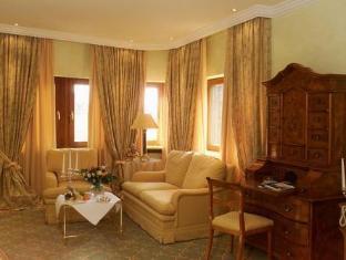 /central-hotel-kaiserhof/hotel/hannover-de.html?asq=vrkGgIUsL%2bbahMd1T3QaFc8vtOD6pz9C2Mlrix6aGww%3d