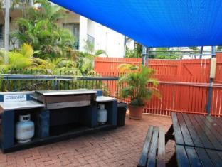 Coconut Grove Holiday Apartments Darwin - BBQ Area