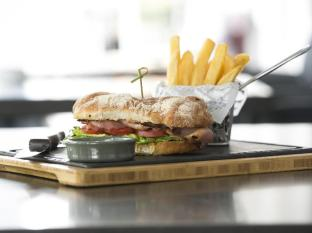 Esplanade Hotel Fremantle – by Rydges Perth - BLT, Marine Lounge Bar