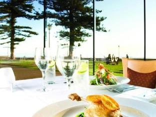 Stamford Grand Adelaide Adelaide - Beach View