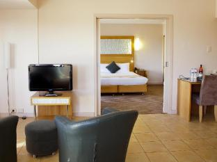 Stamford Grand Adelaide Adelaide - Premier City View Spa Suite