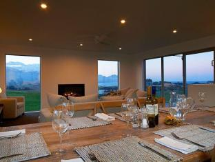 Shearwater Holiday Home by Kaikoura Holiday Home