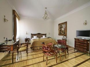 St. George Residence All Suite Hotel DeLuxe Budapest - Bronze Suite