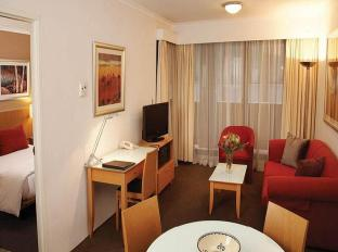 Medina Serviced Apartments Martin Place Sydney - Apartment Lounge Room