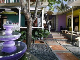 Purple Fountain Inn