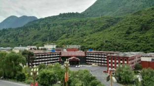 /zh-tw/golden-dragon-harbour-hotel/hotel/jiuzhaigou-cn.html?asq=jGXBHFvRg5Z51Emf%2fbXG4w%3d%3d