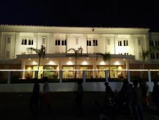 /hotel-ganpat-grand-palani/hotel/palani-in.html?asq=jGXBHFvRg5Z51Emf%2fbXG4w%3d%3d
