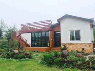 Saryoni Forest Pension in Jeju
