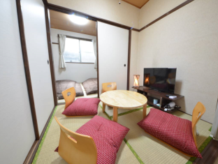 SG 4 Bedroom Japanese Style Apartment in Umeda Area a