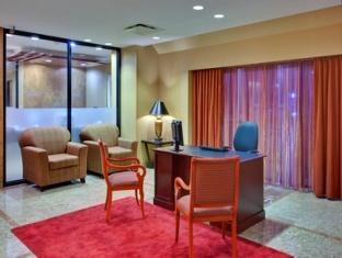 Crowne Plaza Hotel Toronto Airport Toronto (ON) - Concierge