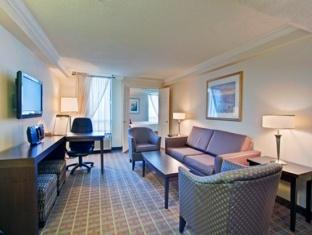 Crowne Plaza Hotel Toronto Airport Toronto (ON) - Suite Room