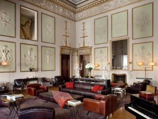 /fr-fr/relais-santa-croce-hotel/hotel/florence-it.html?asq=vrkGgIUsL%2bbahMd1T3QaFc8vtOD6pz9C2Mlrix6aGww%3d