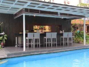 โรงแรมซานูร์ พาราไดซ์ พลาซ่า บาหลี - สระว่ายน้ำ