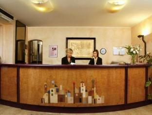 /corte-ongaro-hotel/hotel/verona-it.html?asq=5VS4rPxIcpCoBEKGzfKvtBRhyPmehrph%2bgkt1T159fjNrXDlbKdjXCz25qsfVmYT