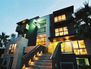 Comfy Kew Apartments