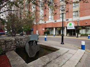 /holiday-inn-express-toronto-downtown/hotel/toronto-on-ca.html?asq=jGXBHFvRg5Z51Emf%2fbXG4w%3d%3d