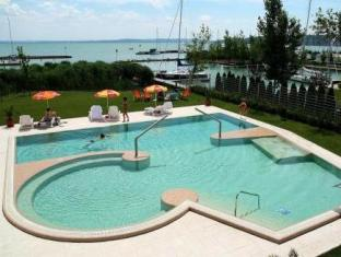 Hotel Silverine Lake Resort **** superior Balatonfured - Swimming Pool