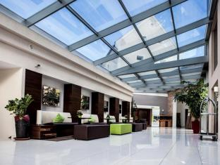 /sl-si/ce-plaza-hotel/hotel/siofok-hu.html?asq=vrkGgIUsL%2bbahMd1T3QaFc8vtOD6pz9C2Mlrix6aGww%3d