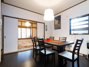 CW 4bedroom Apartment near Namba Station