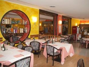 /nl-nl/hotel-postumia/hotel/verona-it.html?asq=vrkGgIUsL%2bbahMd1T3QaFc8vtOD6pz9C2Mlrix6aGww%3d
