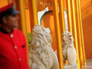 Cairo Marriott Hotel & Omar Khayyam Casino Cairo - Hotel entrance