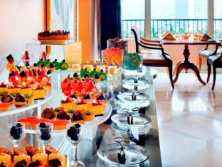 Cairo Marriott Hotel & Omar Khayyam Casino Cairo - Executive Lounge Dessert Buffet