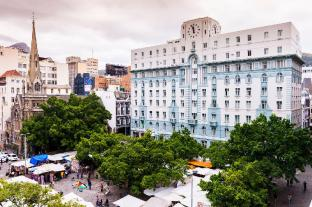 /aha-inn-on-the-square/hotel/cape-town-za.html?asq=jGXBHFvRg5Z51Emf%2fbXG4w%3d%3d