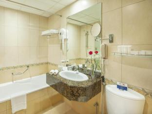 Golden Tulip Hotel Apartments Sharjah - Bathroom