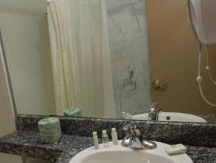 Red Carpet Inn Brooklyn New York (NY) - Bathroom