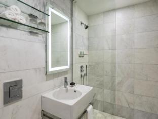 Dream Midtown Hotel New York (NY) - Guestroom Bathrooms