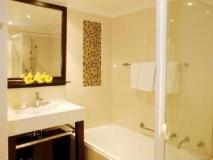 The York by Swiss-Belhotel: bathroom