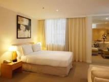 The York by Swiss-Belhotel: guest room