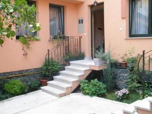 /guesthouse-kandilj/hotel/sarajevo-ba.html?asq=jGXBHFvRg5Z51Emf%2fbXG4w%3d%3d