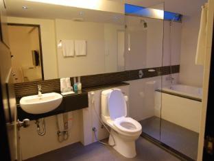 더 미니 라차다 호텔 방콕 - 화장실