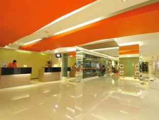 HARRIS Hotel & Residences Riverview Kuta Bali - Interior