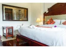 The View Pavilion Hotel: guest room