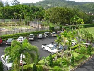 Malai House Hotel Phuket - Car Park
