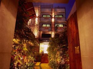 Bamboo House Phuket Hotel Пукет - Вход