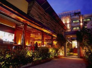 Bamboo House Phuket Hotel Пхукет - Вхід